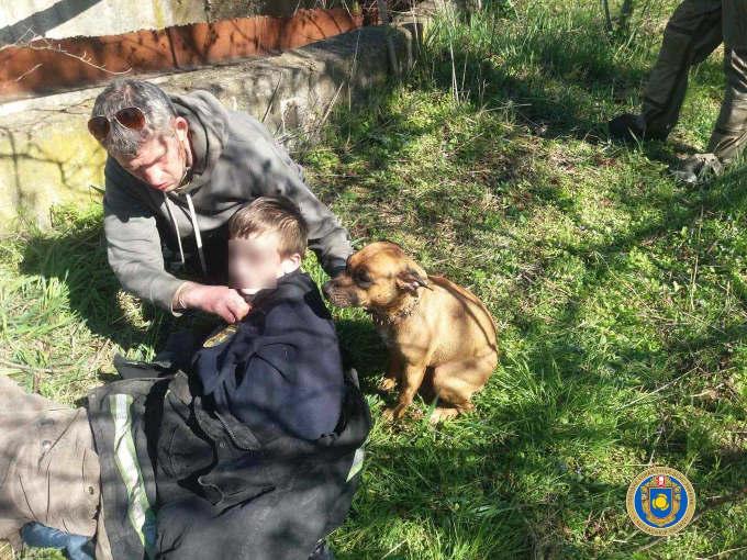 У Смілі рятувальники дістали з резервуару з водою дитину, чоловіка та собаку (фото)