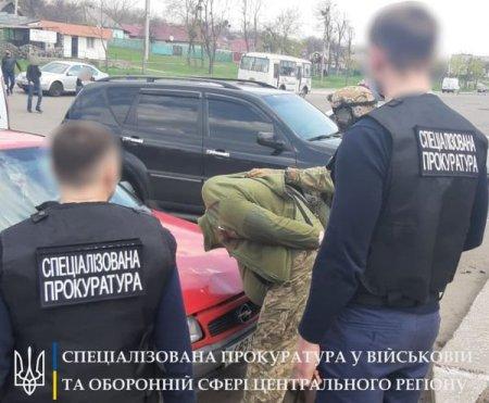 1100 доларів хабара: в Черкаській області затримано заступника військового комісара
