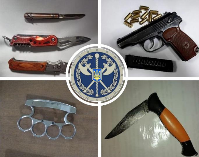 До черкаських судів намагалися пронести кастети, зброю і ножі (фото)