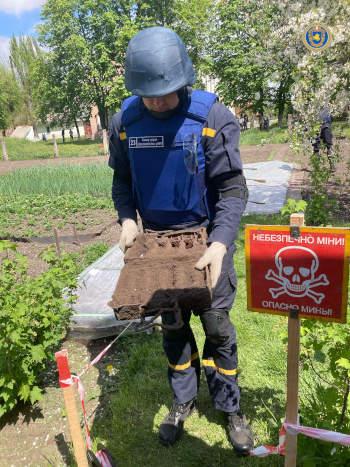 У Черкаському районі сапери знищили 9 мінометних мін