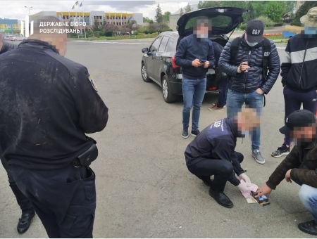 На Черкащині ДБР затримало старшого інспектора за хабар
