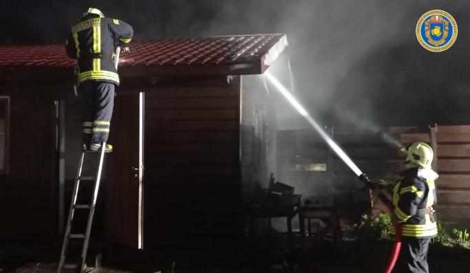 У Золотоніському районі невідомий підпалив дачний будинок – рятувальники (фото)