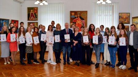 У художньому музеї нагородили сертифікатами молоде покоління черкаських дизайнерів