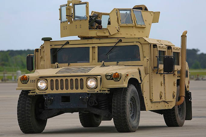П'ять підприємств представлять Міноборони свій варіант нового армійського джипа