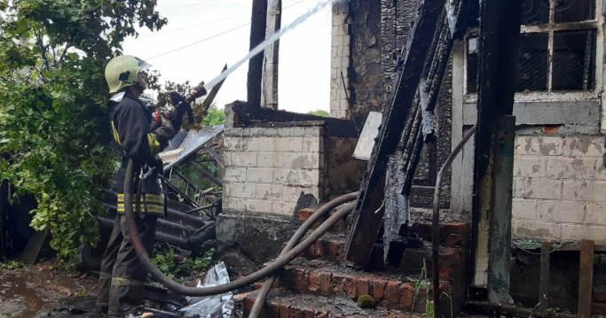 Під час пожежі у Золотоноші 97 річна господарка отримала опіки (фото)