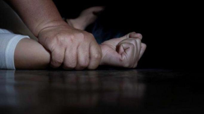 У Черкасах чоловік затягнув до автомобіля та зґвалтував жінку – прокуратура