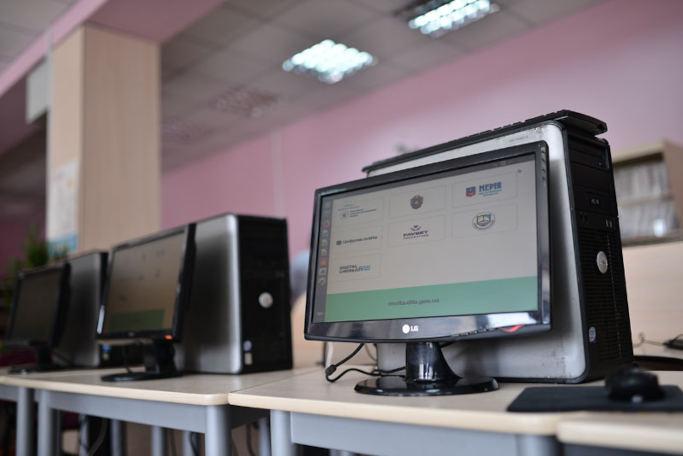 Міністерство цифрової трансформації завдяки проекту Дія.Цифрова освіта почало передавати 150 комп'ютерів бібліотекам Черкащини