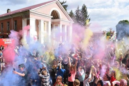 Свято фарб для  дітей організувала Христинівська громада
