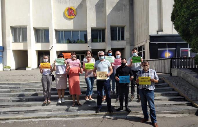 У Черкасах відбувся флешмоб проти незадекларованої праці «Виходь на світло»