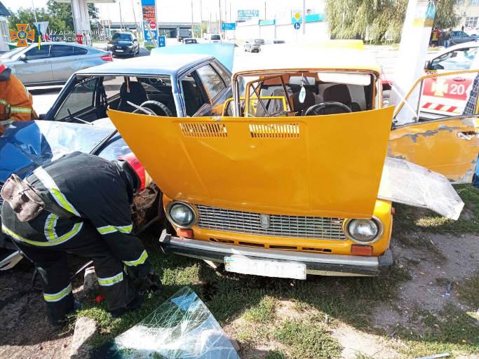 У Жашкові зіткнулися три авто, двох осіб травмовано (фото)