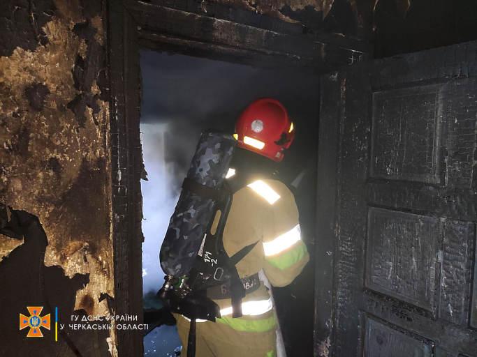 У Чигирині рятувальники ліквідували пожежу житлового будинку (фото)