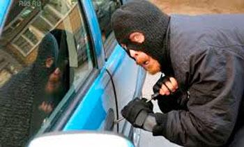 Оперативники затримали зловмисника, який обікрав у Смілі більше десяти автомобілів