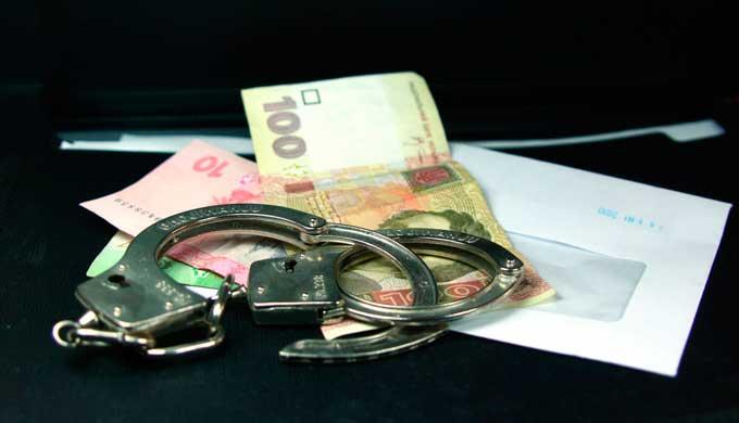 Поліцейського з Лисянщини судитимуть за хабарництво та службове підроблення